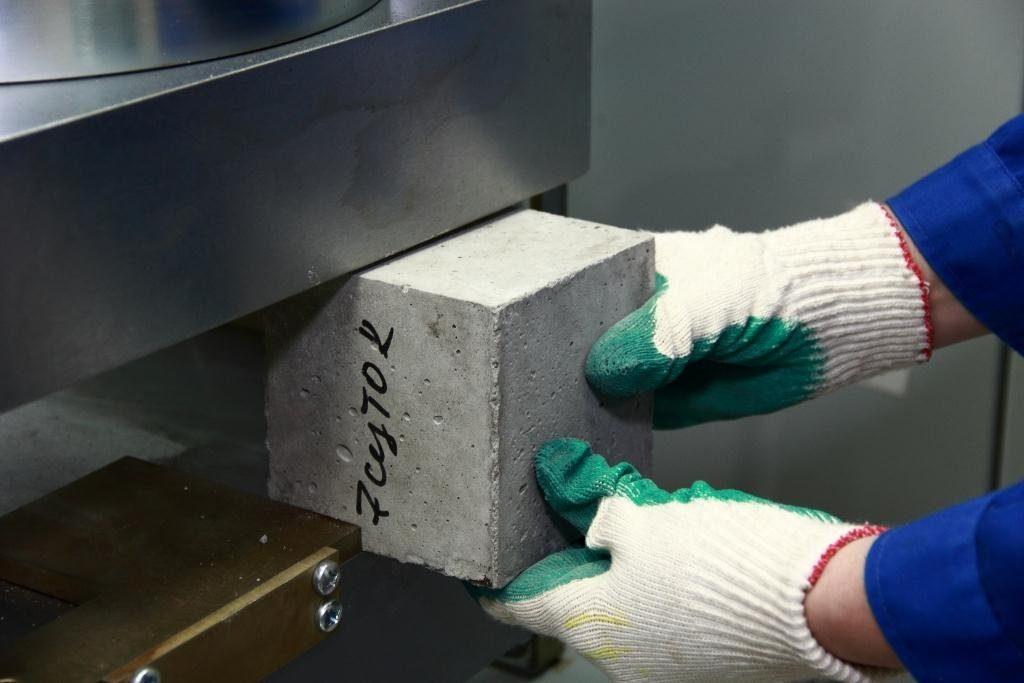 Испытание кубиков бетона